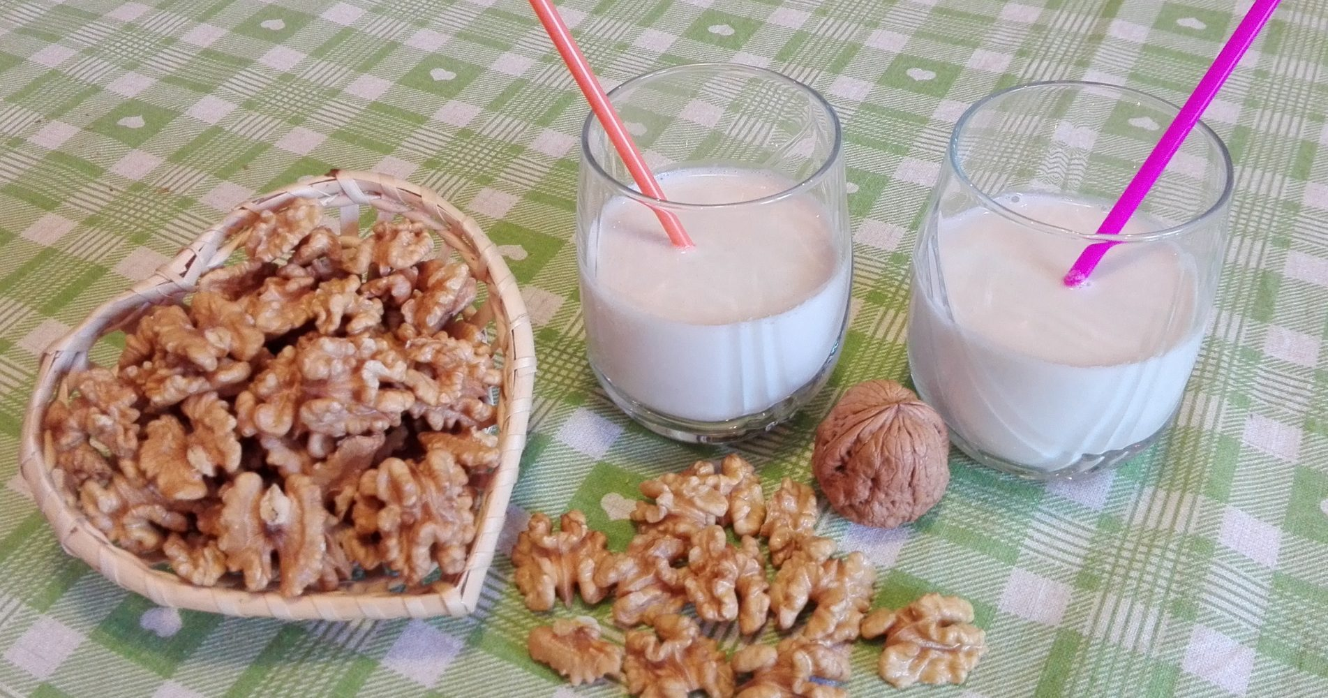 Latte di noci: ingredienti, ricetta e preparazione - Walnut milk: ingredients, recipe and preparation