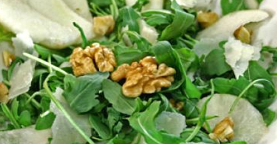 Insalata di rucola, pere, grana e noci - Rocket salad with pear, parmesan and walnut