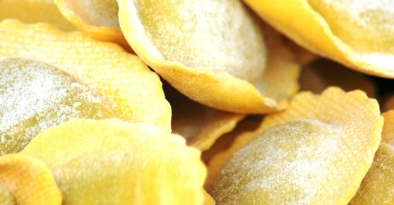 Ravioli ripieni di noci, ricotta e gorgonzola -